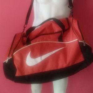 Nike Duffle Bag $34 sz 16x22x12+free hat